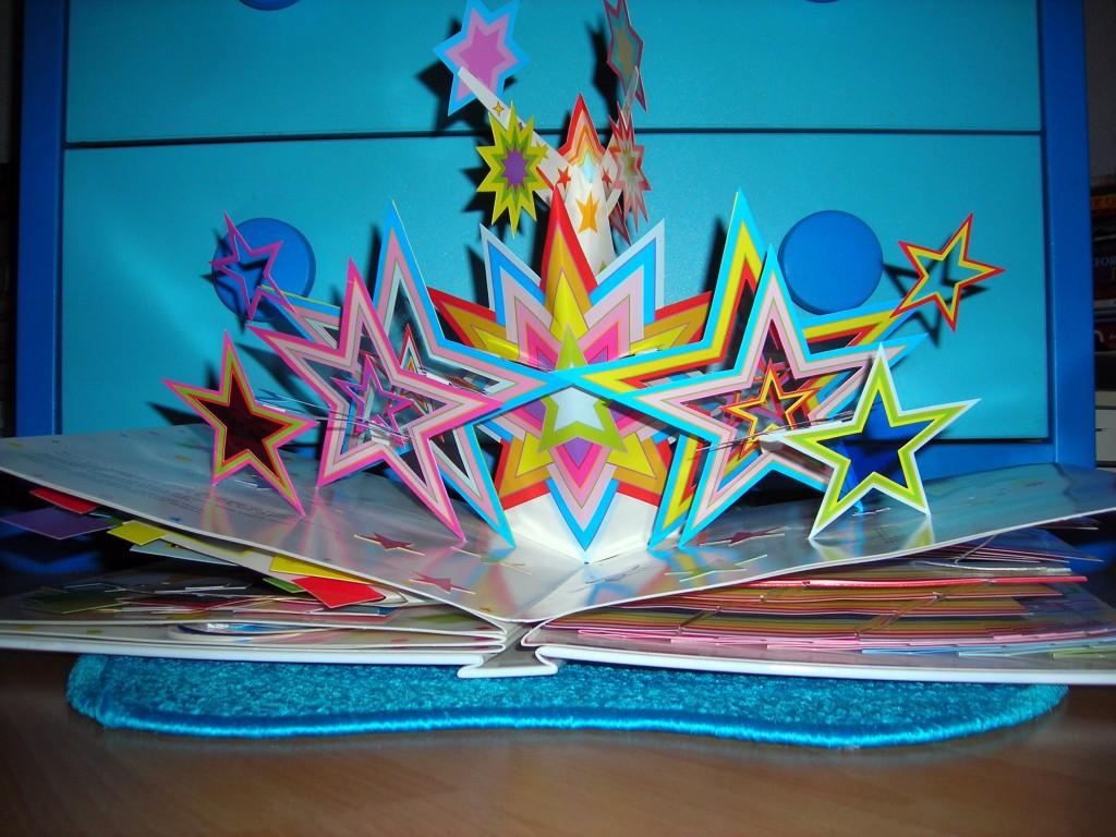 Aufgefaltetes Popup. Ein beeindruckendes Sternenmosaik