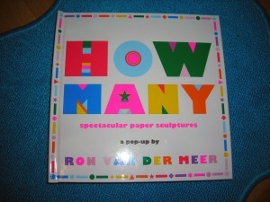 """Cover von """"How many sepectatcular paper sculptures"""""""