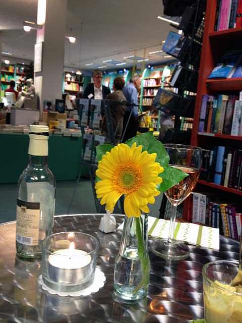 Blumentisch in der Schiller Buch Buchhandlung Vaihingen