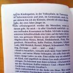 """Abfotografierte Buchseite aus Nöstlingers """"Nagle einen Pudding an die Wand"""" mit Bleistiftmarkierungen im Text"""