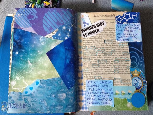 Collage aus blauen Schnipseln auf einer alten Buchdoppelseite von das A&O
