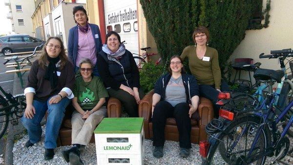 Sechs BücherFrauen posieren auf dem Heidelberger Barcamp