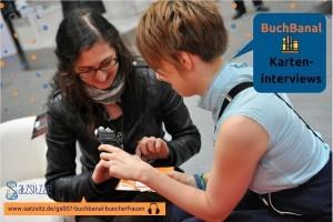 Verlagsgründerin Miriam Spies zieht Karten, die ihr das A&O für das Interview anbietet
