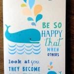 Aufklappkarte, die in verschieden Schriftarten und mit schönen Illustrationen glücklich macht.