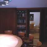 Blick durch die offene Tür in den Konferenzsaal des Literaturhaus Stuttgart