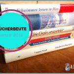 """5 neue Bücher auf einem Tisch gestapelt, dazu ein rundes Logo """"BÜCHERBEUTE januar 2014"""