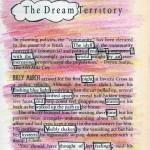 Rosarotgelb angemalte Buchseite mit ein paar eingerahmten weißen Worten: das hidden poem